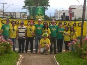 MEIA DÚZIA: FRACASSA A MANIFESTAÇÃO CONTRA DILMA EM ARAXÁ-MG