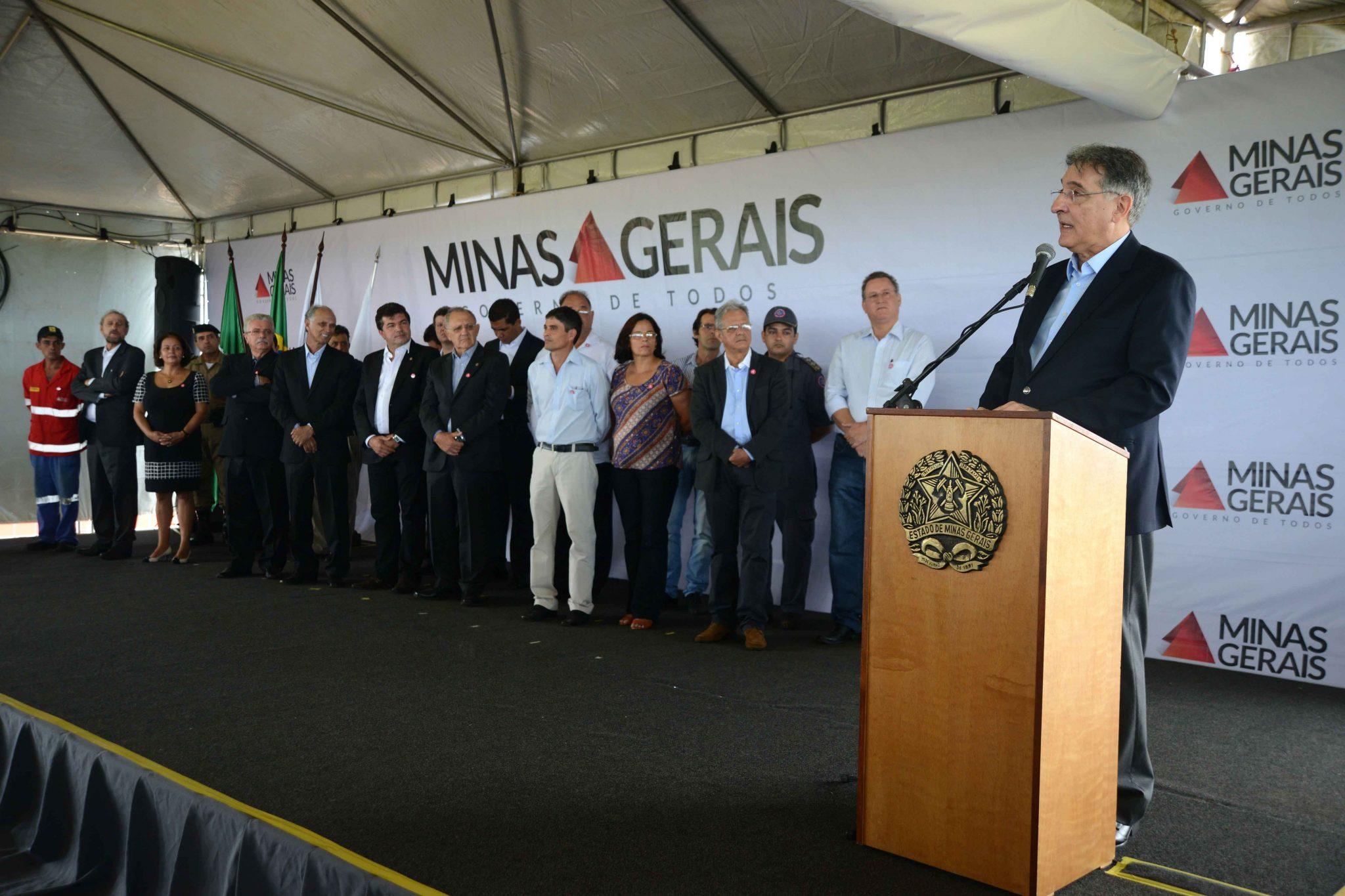 GOVERNADOR FERNANDO PIMENTEL INAUGURA RODOVIA ENTRE SERRA DO SALITRE E RIO PARANAÍBA